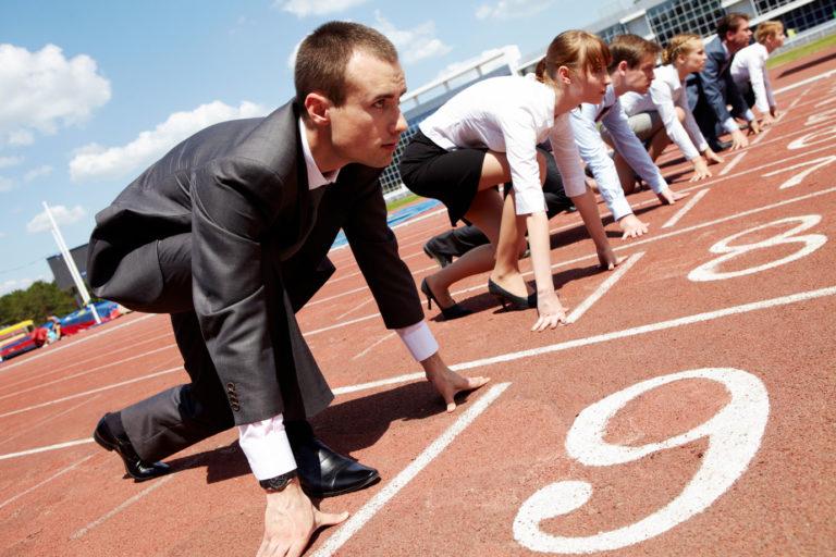 empreendedores competindo largada