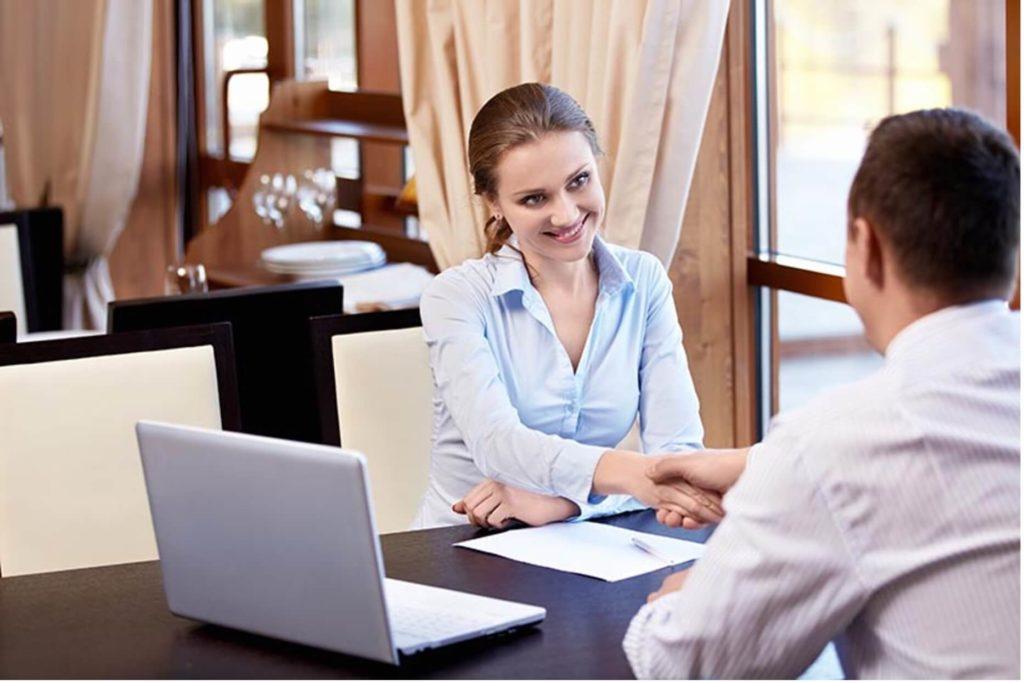 cliente e fornecedor em negociação